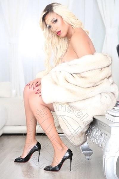 Penelope Hilton  VILLA ROSA 3290921595